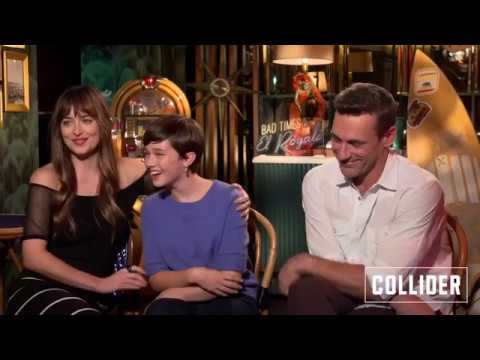 Dakota Johnson Is So Inlove With Cailee Spaeny ( Bad Times At El Royale Interview )