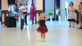 Мальчик и девочка танцуют(Ну нифига себе., 2016-10-21T18:41:10.000Z)