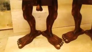 Табуретка на двух ногах