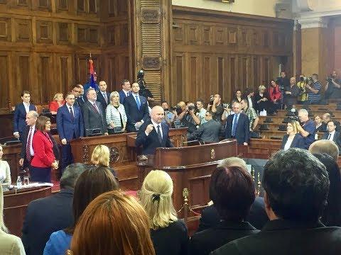 Nenad Popović potpisuje zakletvu kao ministar u Vladi Srbije