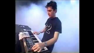 """2002: Miss Kittin & The Hacker live at Benicassim: """"Liebe auf den ersten Blick (D.A.F. cover)"""""""