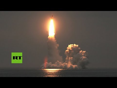 El submarino nuclear Yuri Dolgoruki lanza por primera vez 4 misiles balísticos Bulavá desde el agua