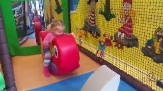 Indoor Playground Play Centre for kids. London.Эльвира в детском  развлекательном центре в.
