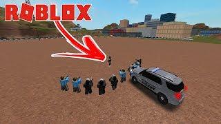 ROBLOX-10 VS cops 1 prisoner with FLASH Bug!!