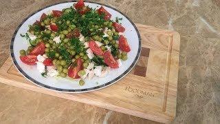 Салат с курицей, помидорами и зелёным горошком: рецепт от Foodman.club