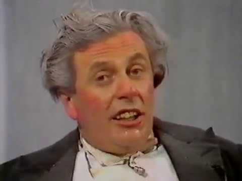 Les Patterson, Dame Edna Everage & Barry Humphries interviews (Parkinson, 1982)