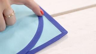 Avec ce nouveau tutoriel, la pose du biais n'aura plus aucun secret pour vous ! :) #tutoriel #couture #biais #diy #doityourself #tuto #sewing.