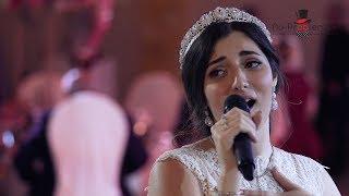 Невеста спела жениху на свадьбе