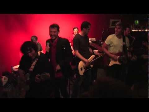 La Banda Municipal del Polo Norte - La Chica (A La Que Todos Escriben Canciones de Amor)