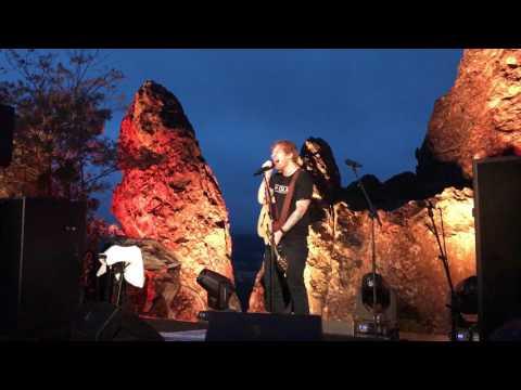 """Ed Sheeran - """"I See Fire"""" / """"Feeling Good"""" (Live) In Australia"""