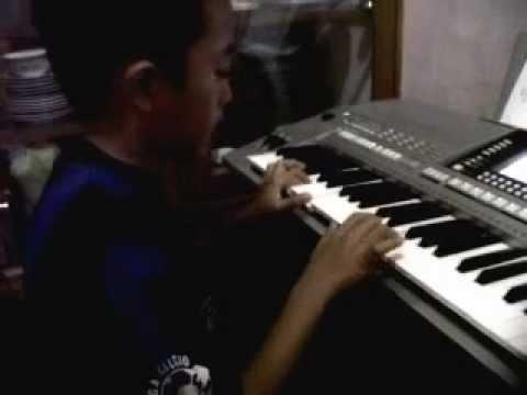 hisyam bermain keyboard lagu demi waktu.3GP