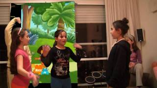 דורה בכיתה ד' - בנות כיתה ד3 מציגות:דורה האחות הגדולה