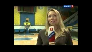 Илона Корстин в роли журналиста