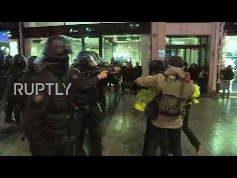 France: Yellow Vest protesters met with tear gas and stun gr