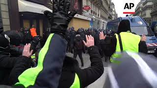 Police use spray on Paris protesters
