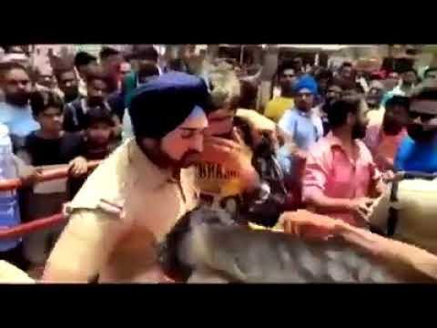 Brave policeman Gagandeep Singh saves Muslim youth from being killed by Hindutva goons