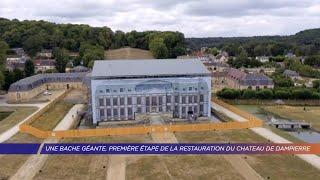 Une bâche géante, première étape de la restauration du château de Dampierre