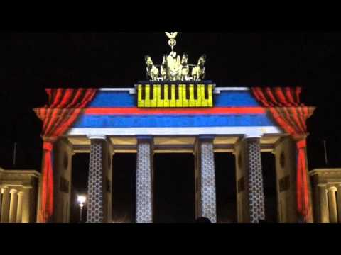 Das Brandenburger Tor in Berlin beim Festival of Lights 2015
