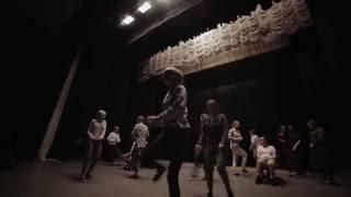 В душе я танцую.