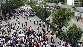 বাস চাপায় নিহত হওয়ার প্রতিবাদ এ রাস্তায় শিক্ষার্থীরা/প্রতিবাদ ঢাকা সিটি কলেজ