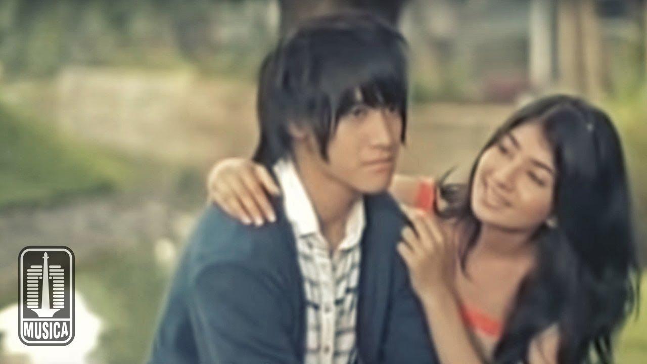 Download Vierra - Terlalu Lama (Official Music Video)