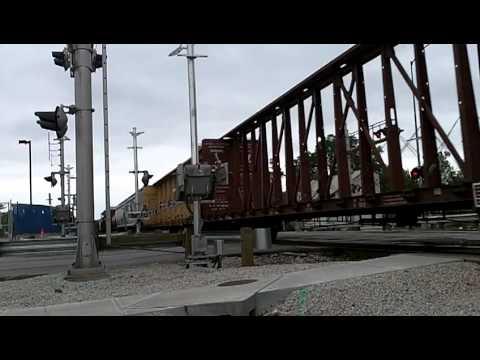 BNSF 1099 pulls freight in Olathe,KS POWER HOUSE!!