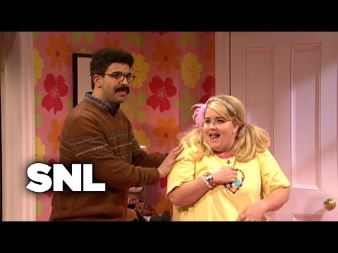 An Awkward Slumber Party - SNL