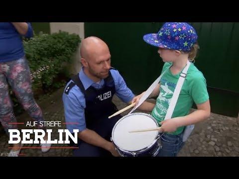 Blumenerde gegen schlimmen Lärm - Junge glaubt er ist Musiker | Auf Streife - Berlin | SAT.1 TV