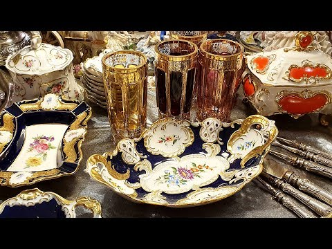 Very expensive & lots of people! Flea market in the center of Moscow on Different Russia