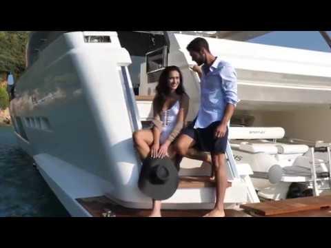 Luxury Yacht - Ferretti Yachts 920