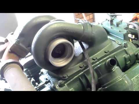 Detroit Diesel 8V92 startup - YouTube