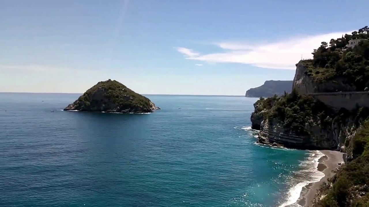 Matrimonio Spiaggia Bergeggi : Spiaggia e isola di bergeggi liguria youtube