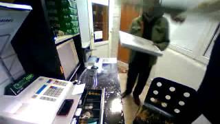 Посмотрите на очень техничную кражу денег в магазине!.mp3