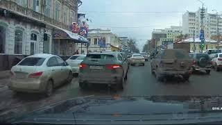 """Водители """"Порше"""" и """"Ягуара"""" блокировали движение в центре Саратова"""
