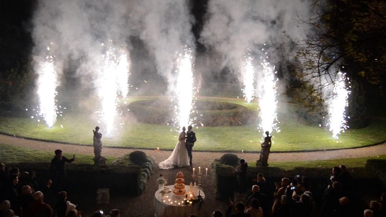Matrimonio Taglio della Torta con le fontane Pirotecniche - www.matrimoniofrizzante.com