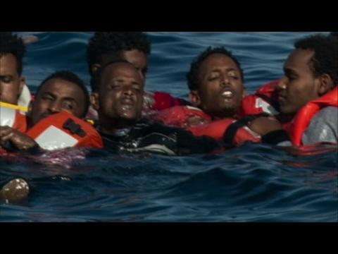 انقلاب قارب يحمل أكثر من 500 مهاجر في البحر المتوسط وغرق العشرات