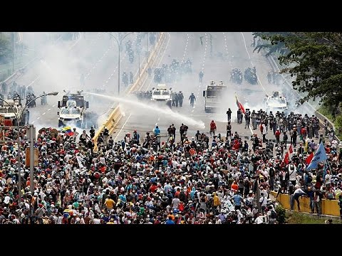 Violence in Venezuela as protesters condemn Maduro decree