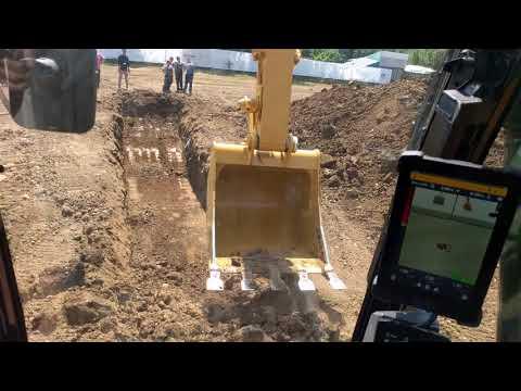 Excavator Cat 320 Next Gen - Demo Area @ Roadshow 2018, Bucuresti (III)