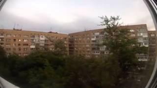 Gigantesco 'monstruo arácnido' trepa por un edificio en Rusia