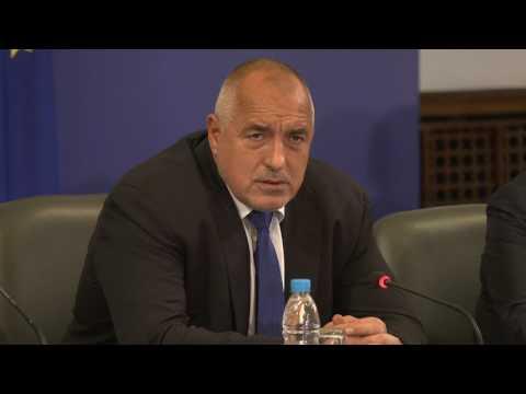 Бойко Борисов: Днес по време на работна среща в Министерски съвет обсъдихме стъпките към тази реформа. Всички политици в предизборната си кампания говореха за намаляване на административната тежест. Ние ще работим с общините, за да постигнем такъв синхрон, че това да се получи навсякъде. Ще вложим цялата си воля, за да решим този проблем.