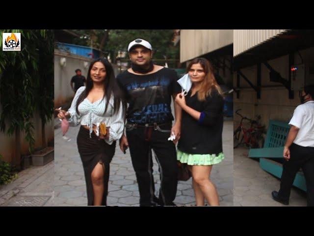 Krushna Abhishek, Kashmira Shah And Arti Singh Spotted At Food Hall Santacruz