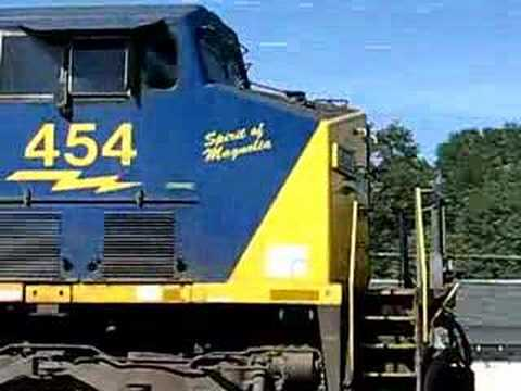 CSX freight Q541 passes Herzog train in Acworth,GA - YouTube
