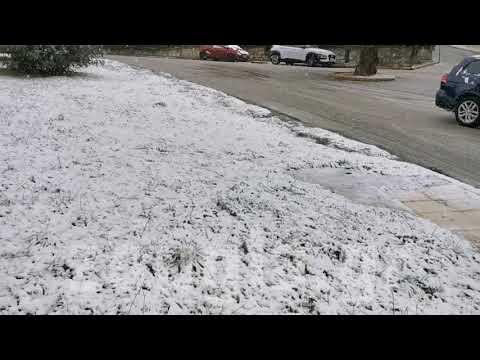 Άρχισε η χιονόπτωση στα βόρεια προάστια