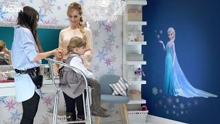 Gambar cover Frozen - Segreti per un Frozen Look con Adriana Spink - Una treccia da Regina dei Ghiacci