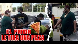 BROMA A EL PANDA LE DA CON UNA PIZZA AL ACTOR