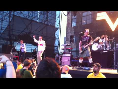 Weezer - Intro And Hash Pipe Live @ The Williamsburg Waterfront 7/16/10