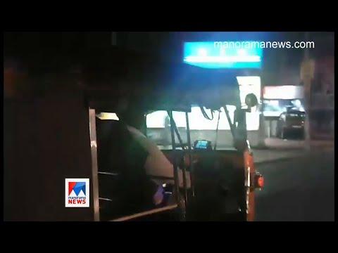 സിനിമ കണ്ട് യാത്രക്കാരുമായി ഓട്ടോക്കാരന്റെ 'അപകട'യാത്ര; രോഷം | Auto Driver | Social Media