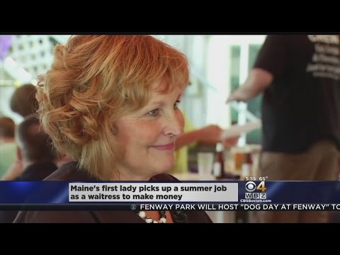 Wife Of Maine's Governor Takes Waitressing Job