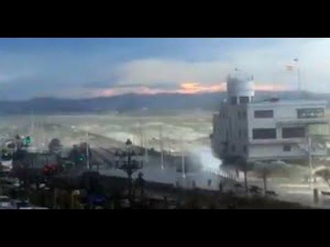 El viento sur azota la bahía de Santander