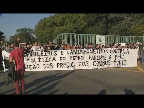 Funcionários de refinaria fazem paralisação em apoio a caminhoneiros | SBT Brasil(26/05/18)
